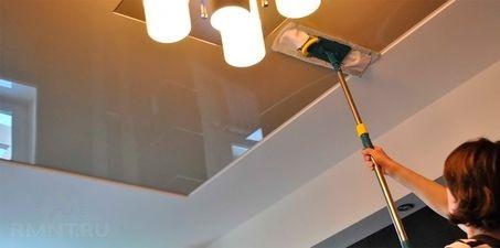 чем оттереть пятно на натяжном потолке
